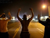 米国で相次ぐ警官の黒人射殺 狙われるリスクは白人の最大22倍